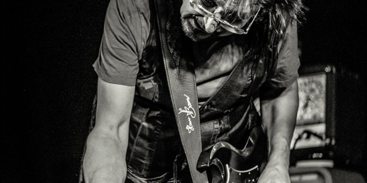 Lindenberg-Gitarrist Hannes Bauer rockt mit seinem Orchester Gnadenlos