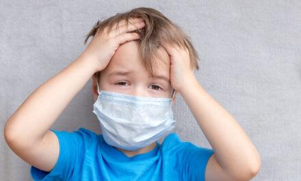 Inakzeptabel hohe Kohlendioxidwerte unter Gesichtsmasken bei Kindern